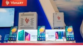 """Người dùng háo hức trải nghiệm điện thoại Vsmart 5G """"Make in Vietnam"""""""