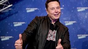 'Iron Man' Elon Musk chính thức soán ngôi giàu nhất thế giới của Jeff Bezos