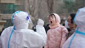 """Trung Quốc: Hà Bắc bùng mạnh dịch Covid-19, xuất hiện thế """"nhị long trị thủy"""""""
