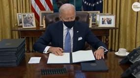 Tổng thống Biden bị 12 bang kiện