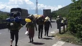 Không có xe khách về quê vì dịch Covid-19, đoàn 47 người tính đi bộ 400km từ Khánh Hòa về Quảng Ngãi