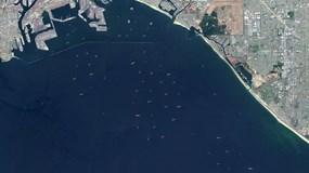 Tắc nghẽn khắp nơi, tàu xếp hàng la liệt chờ được vào cảng lớn nhất kết nối Mỹ - châu Á