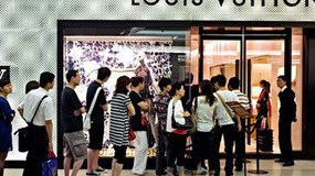 Nghịch lý hàng xa xỉ: Sức tiêu thụ ở Trung Quốc tăng mạnh nhưng nhà sản xuất lại không vui!