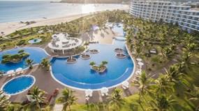 Bắt trend Staycation giữa thời giãn cách: Gia đình Việt săn kỳ nghỉ 5 sao tại resort gần nhà.