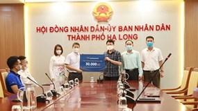 Văn Phú – Invest trao tặng 30.000 bộ xét nghiệm nhanh Covid-19 cho TP Hạ Long