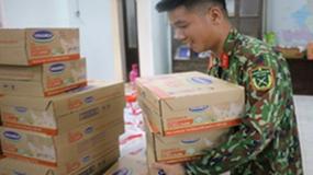 Người lao động Vinamilk góp ngày lương, hỗ trợ người miền trung mùa bão lũ gần 4 tỷ đồng