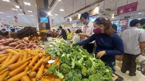 TP. Hồ Chí Minh: Hàng hóa thiết yếu đầy ắp trong các siêu thị, đơn hàng online tăng đột biến