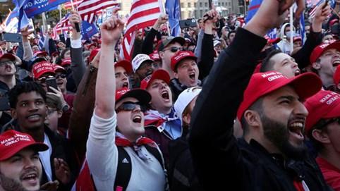 Người ủng hộ ông Trump xuống đường biểu tình, đòi