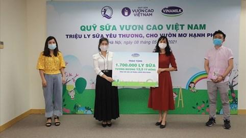 Vinamilk và Quỹ sữa Vươn cao Việt Nam năm 2021 trao tặng 1,7 triệu ly sữa