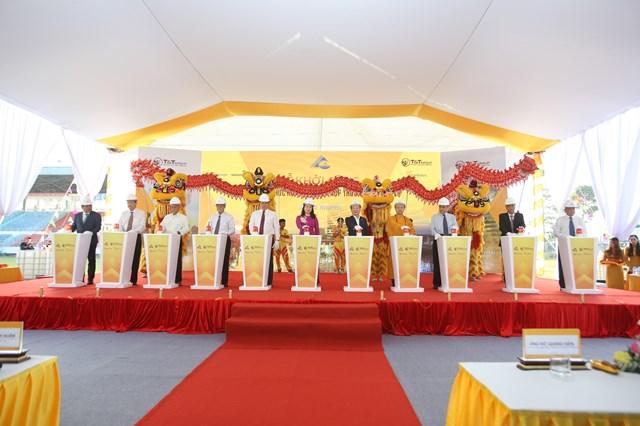 Ông Đỗ Quang Hiển, Chủ tịch HĐQT kiêm TGĐ Tập đoàn T&T Group và các đại biểu bấm nút khởi công dự án.