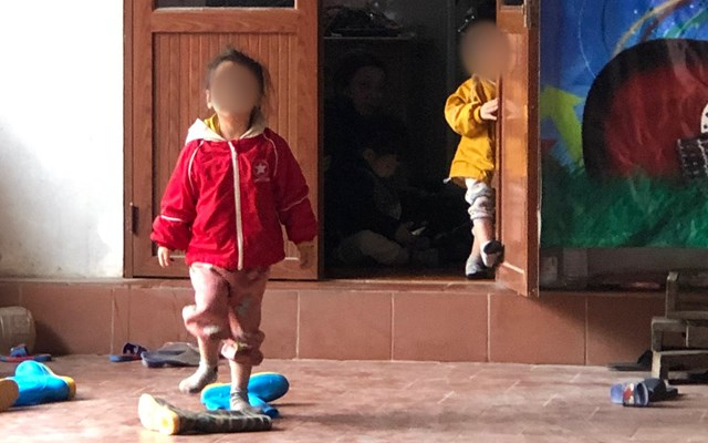 Vụ 2 cháu bé bị bỏ rơi giữa trời rét Hà Nội: Có 2 người tự nhận là người thân đến uỷ ban xã xin nhận cháu - Ảnh 1