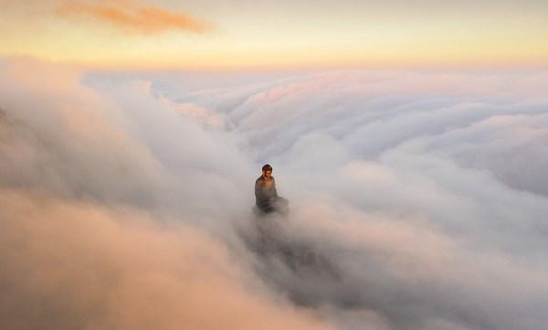 Một góc máy khác nhiếp ảnh gia Lê Việt Khánh chụp Đại tượng Phật trên đỉnh Fansipan. (Ảnh: THẢO PHƯƠNG)