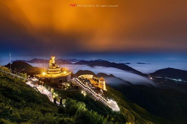 Quần thể tâm linh trên đỉnh Fansipan qua ống kính nhiếp ảnh gia Lê Việt Khánh. (Ảnh: THẢO PHƯƠNG)