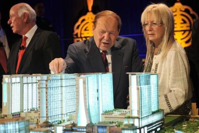 Sheldon Adelson: Tuổi thơ bán báo dạo mưu sinh tới ông trùm đế chế sòng bạc lớn nhất nước Mỹ - Ảnh 3