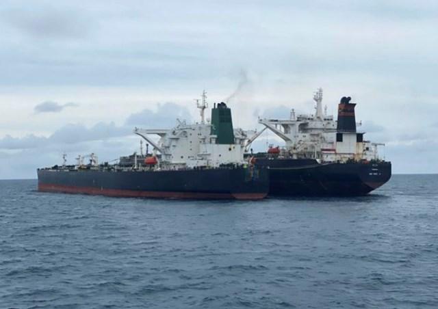"""Bất ngờ: Tàu treo cờ Panama bị bắt quả tang tuồn lậu dầu từ tàu Iran, """"bại lộ"""" lai lịch là tàu... Trung Quốc - Ảnh 2"""