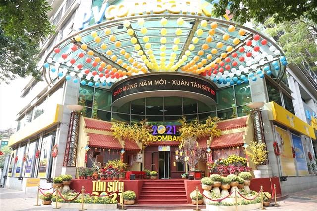 Một góc phố Ngô Quyền (Hà Nội) được trang trí đậm chất không khí Tết truyền thống