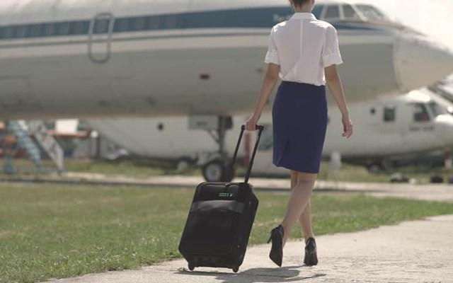Hết thời vì dịch Covid-19, tiếp viên hàng không đua nhau chuyển nghề bán bảo hiểm - Ảnh 1
