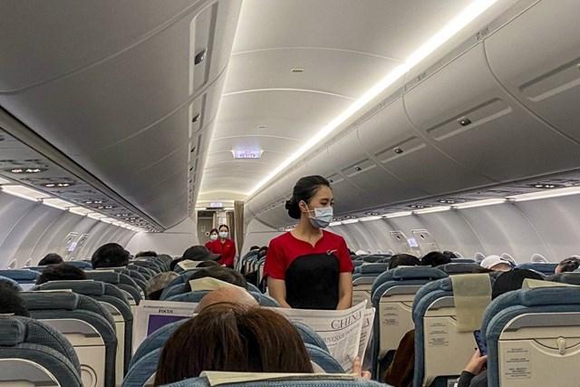 Hết thời vì dịch Covid-19, tiếp viên hàng không đua nhau chuyển nghề bán bảo hiểm - Ảnh 2