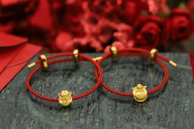 Những thiết kế Charm Vàng 24K có biểu tượng phong thủy may mắn như Ngưu Vàng, Thần Tài của DOJI thu hút sự quan tâm của nhiều khách hàng trẻ