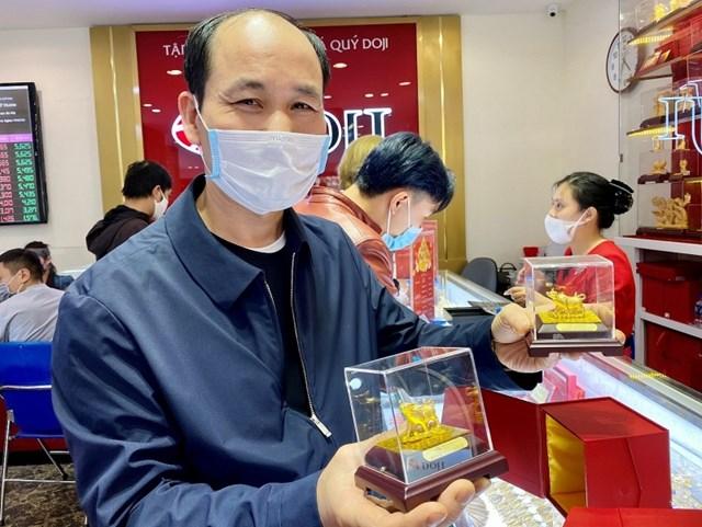 Bên cạnh đó, các sản phẩm ép vỉ công nghệ 3D cũng được ưa chuộng, bên cạnh những; sản phẩm Trang sức vàng hay Quà tặng mỹ nghệ vàng.