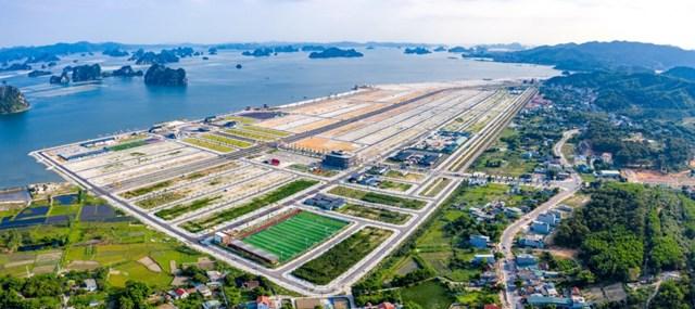 Dự án Phương Đông Vân Đồn nhìn ra vịnh Bái Tử Long. Ảnh: Báo Quảng Ninh