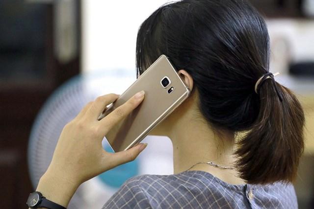 Kẻ gian sau khi có thông tin cá nhân khách hàng còn chiếm đoạt mã OTP gửi về điện thoại của khách để làm thủ tục vay tiêu dùng. Ảnh: Ngọc Dương.