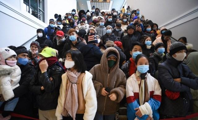 Hình ảnh du khách đổ về Sa Pa trong dịp Tết Dương lịch. Ảnh: Thạch Thảo.