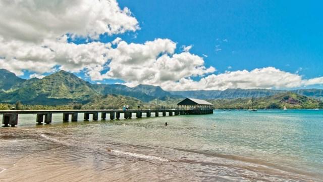 Vào mùa đông, bờ biển có nhiều con sóng lớn. Ảnh: Parrish Collection Kauai.