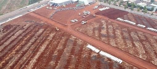 Dự án Diamond City chỉ là một khu đất trống, chưa hoàn thiện cơ sở hạ tầng (Ảnh: Trung Nguyễn)