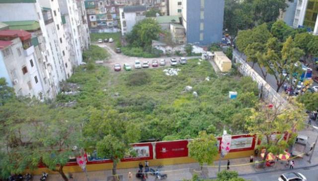 Khu đất 22 - 24 Hàng Bài bị bỏ hoang hàng chục năm.