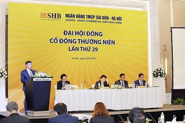 Ông Nguyễn Văn Lê - Tổng giám đốc SHB - báo cáo kết quả hoạt động kinh doanh năm 2020 và kế hoạch hoạt động năm 2021