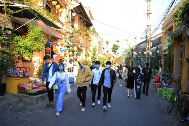 Quảng Nam giảm 50% phí tham quan một số địa điểm du lịch đến hết năm 2021. Ảnh: Đức Hoàng.