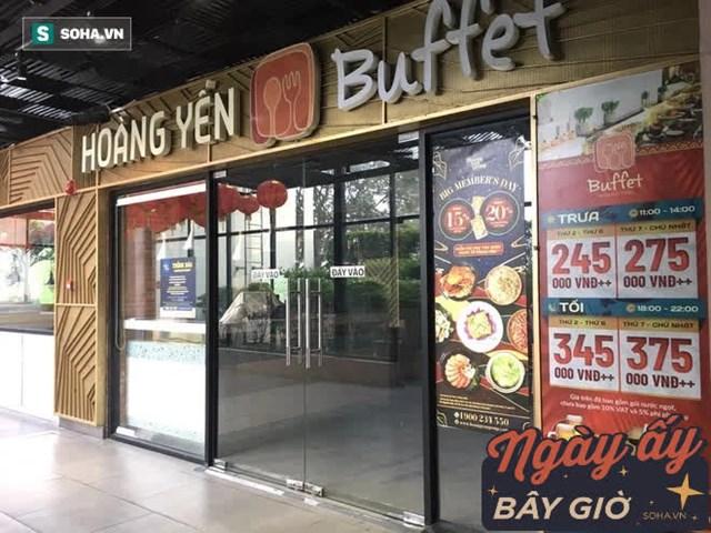 Tầng 3 nhiều nhà hàng lớn cũng đóng cửa, đồ đạc thiết bị được che vải, bám bụi lâu ngày.