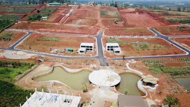 """Dù chưa được chính quyền huyện Bảo Lâm cấp phép, phê duyệt hoặc chấp thuận chủ trương đầu tư nhưng """"dự án ma"""" Sun Valley đã xây dựng loạt công trình bê tông, cốt thép, nhà cao tầng trên đất."""