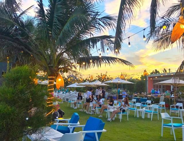 Cận cảnh quán bar biển lộng gió vừa ra mắt tại Sầm Sơn, Quy Nhơn - Ảnh 2