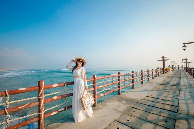 Cận cảnh quán bar biển lộng gió vừa ra mắt tại Sầm Sơn, Quy Nhơn - Ảnh 12