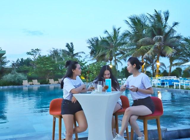 Cận cảnh quán bar biển lộng gió vừa ra mắt tại Sầm Sơn, Quy Nhơn - Ảnh 3