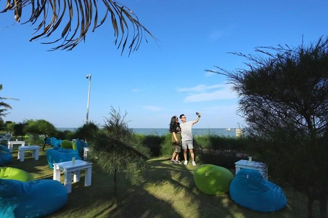 Cận cảnh quán bar biển lộng gió vừa ra mắt tại Sầm Sơn, Quy Nhơn - Ảnh 4