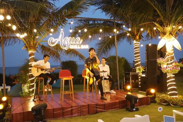 Cận cảnh quán bar biển lộng gió vừa ra mắt tại Sầm Sơn, Quy Nhơn - Ảnh 5
