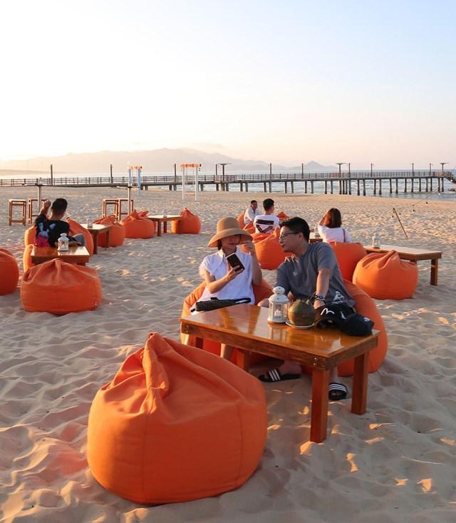 Cận cảnh quán bar biển lộng gió vừa ra mắt tại Sầm Sơn, Quy Nhơn - Ảnh 8