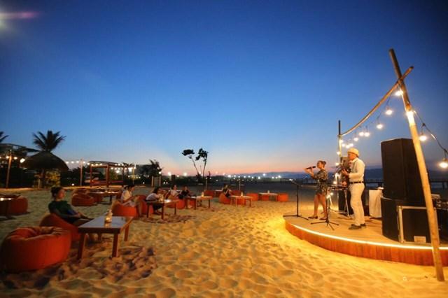 Cận cảnh quán bar biển lộng gió vừa ra mắt tại Sầm Sơn, Quy Nhơn - Ảnh 9