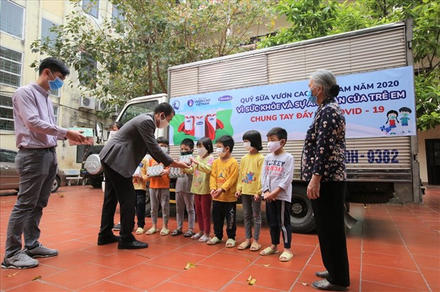 Trong 14 năm qua chương trình Quỹ sữa Vươn cao Việt Nam đã trao tặng sữa cho hơn 479 ngàn trẻ em có hoàn cảnh khó khăn trên cả nước.