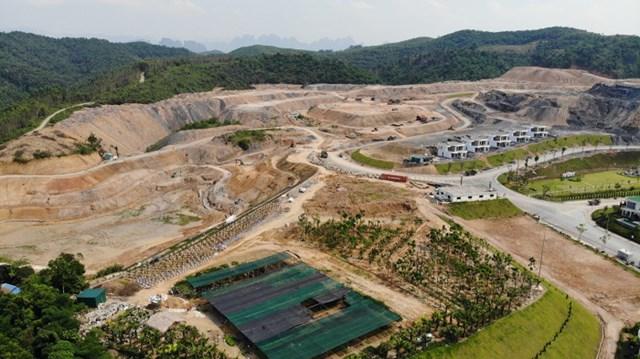 Toàn cảnh dự án Ivory Villas Resort Hòa Bình đang được thi công, phá tan tầng thực vật