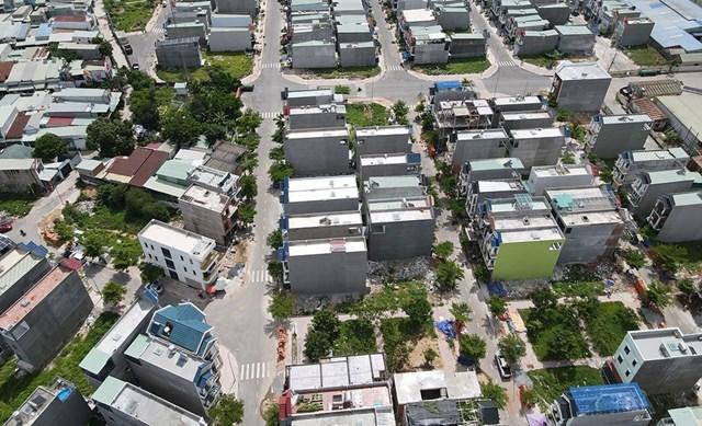 Một trong những dự án khu nhà ở thương mại của Công ty Phú Hồng Thịnh đã phủ kín nhà