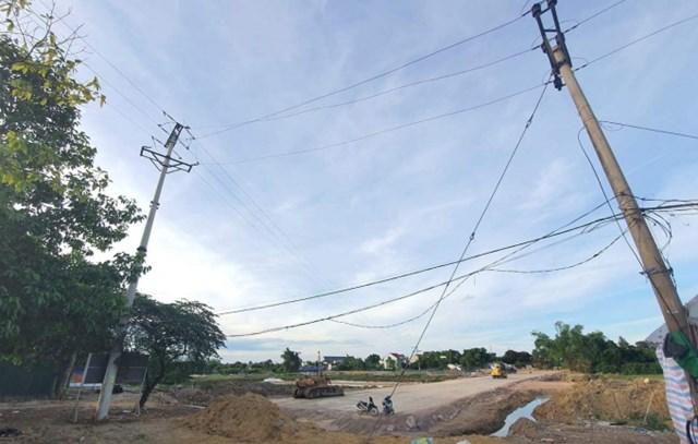 Hệ thống đường dây 35 KV chạy ngay qua dự án