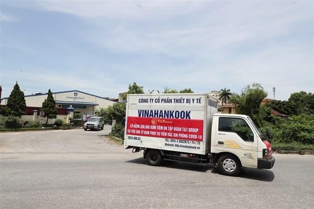 Lô hàng rời Nhà máy của Công ty thiết bị y tế VINAHANKOOK tại Hà Nội để vận chuyển vào TP.HCM bằng đường hàng không.