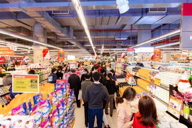 Các trung tâm thương mại ở vùng ven thu hút lượng lớn khách hàng.