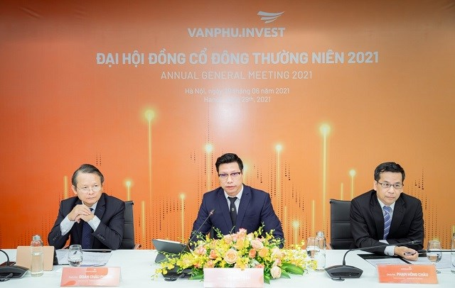 Hình ảnh đoàn chủ tịch ĐHĐCĐ trực tuyến của Văn Phú – Invest. Ảnh: VPI