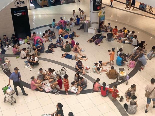 Chai nước 10.000 đồng mua chỗ ngồi 60 phút của Highlands Coffee và những chiếc ghế 0 đồng mời khách vãng lai tránh nóng ở AEON Mall - Ảnh 4