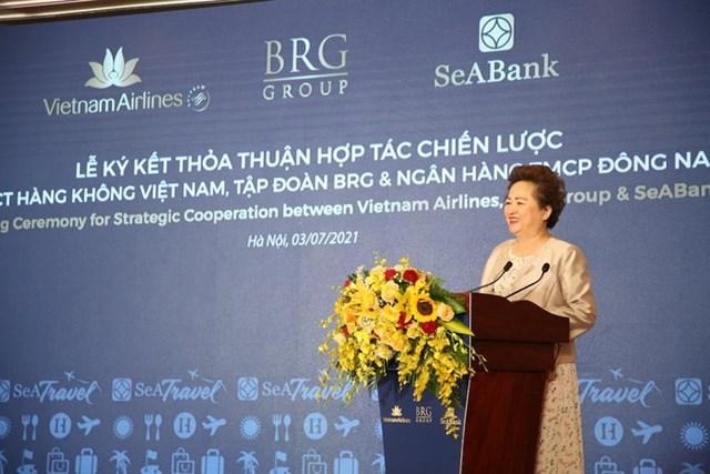Bà Nguyễn Thị Nga, Chủ tịch Tập đoàn BRG phát biểu tại lễ ký.